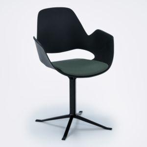 Houe Falk chaise avec accoudoir - jambes croisées