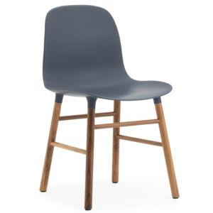 Normann Copenhagen Form stoel blauw walnoot