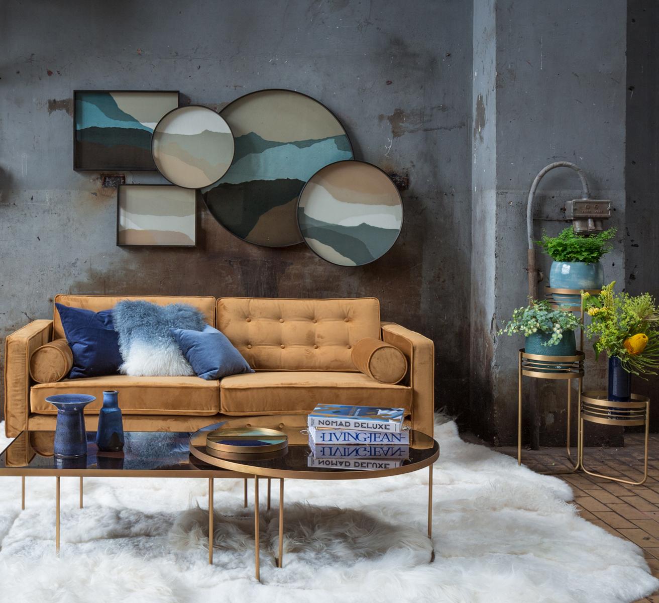 Nieuwste collecties van Notre Monde, salontafels, bijzettafels, planters velevt sofa en nieuwe dienbladen