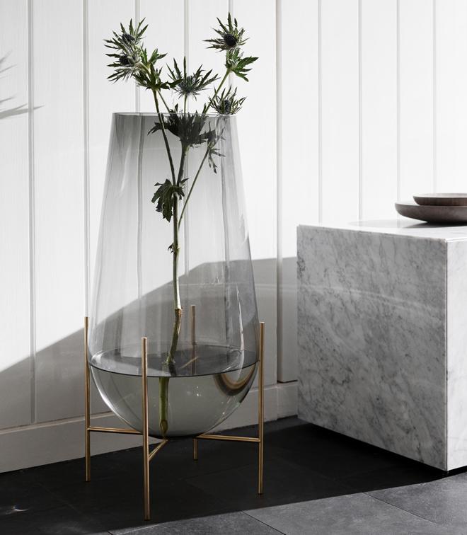 Vazen, kaarsenhouders, plaids en kussens in een handomdraai een totaal nieuwe look voor je woonkamer